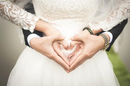 結婚の誓いと二人で作るハート
