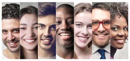 笑顔の人7人集合
