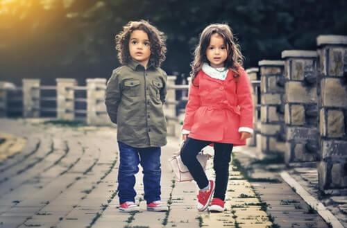 幼稚園の男の子と女の子